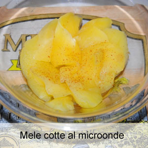 Mele cotte nel forno a microonde